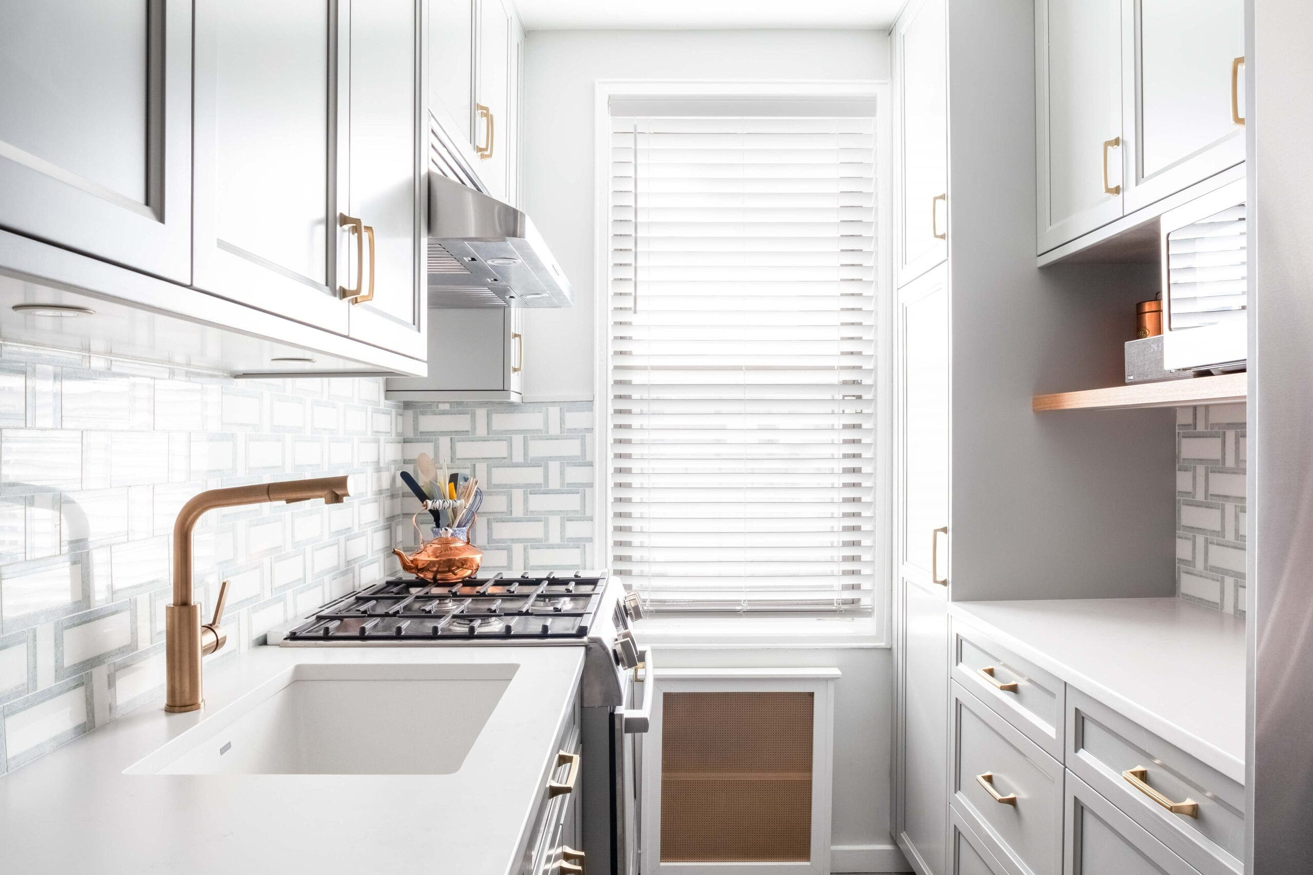 Image of: How To Choose The Best Range Hood For Your Apartment Complete Guide
